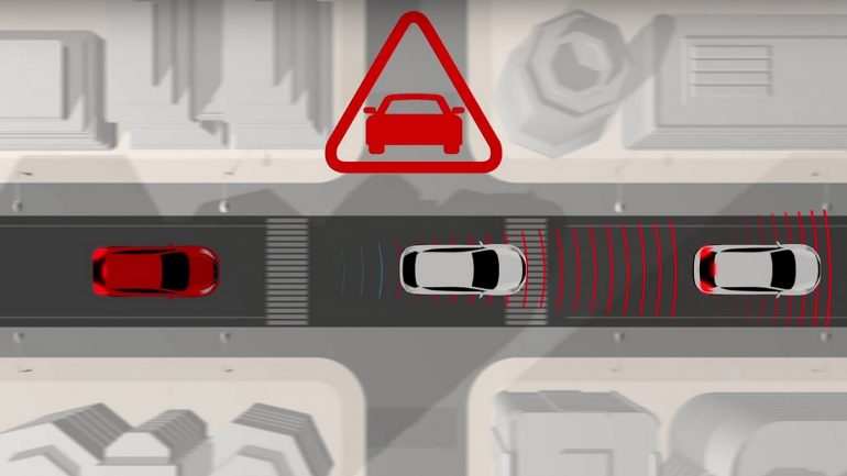 Predictive-Forward-Collision-Warning-Nissan-1 (1)